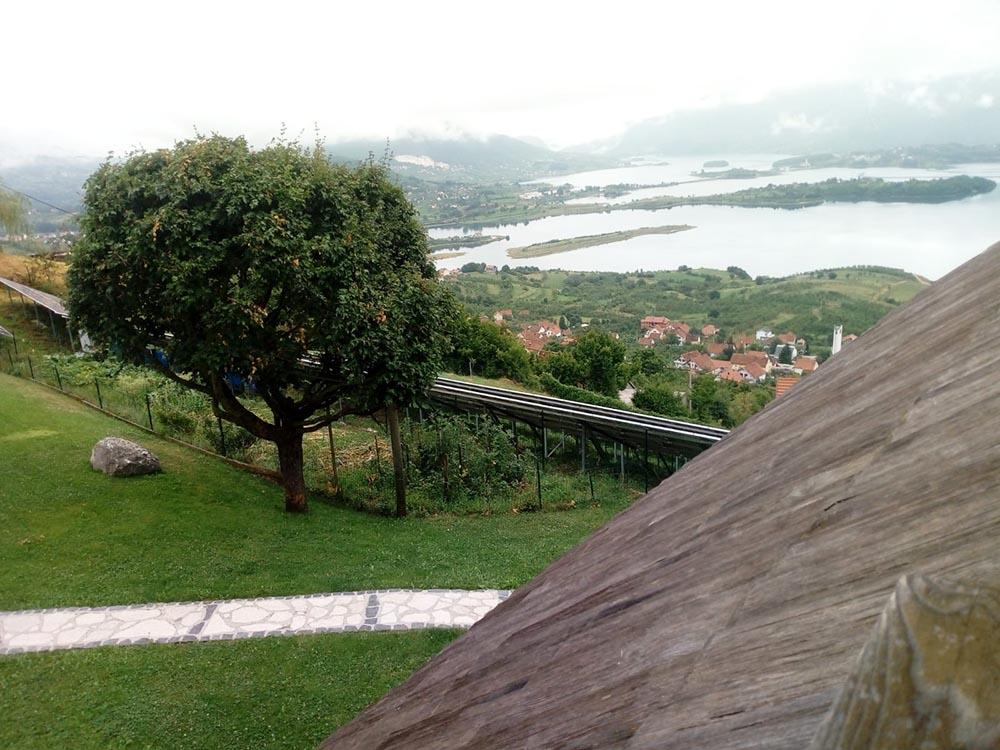 Seoska_kuca_Vidikovac_pogled kroz prozor 03